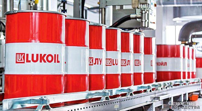Специалисты нефтегазовой компании «Лукойл» тщательно контролируют каждый этап производства, от добычи нефти и газа до сбыта нефтепродуктов. Практически все крупнейшие автомобильные дилерские центры в России сегодня клиенты «Лукойла»