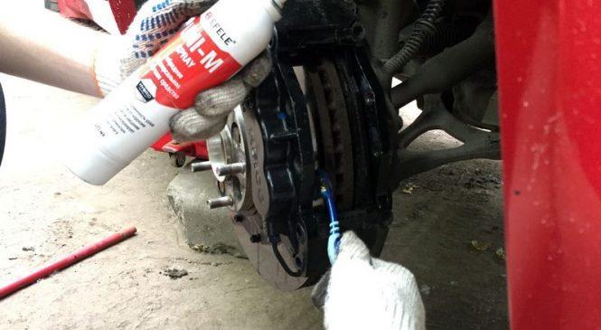 Смазка тормозных суппортов и направляющих при замене тормозных колодок