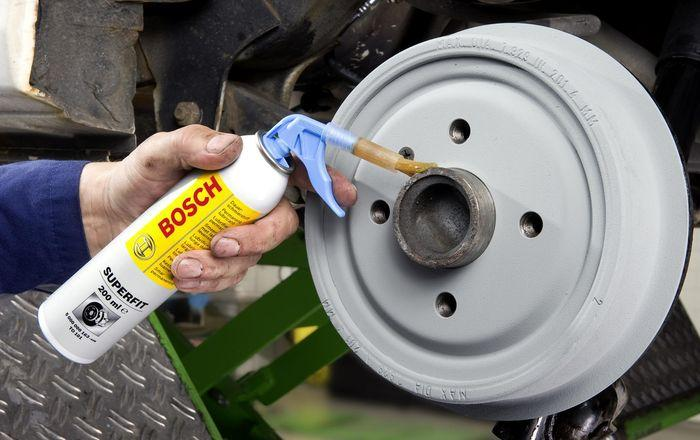 Свою смазку Bosch расфасовал в баллончики