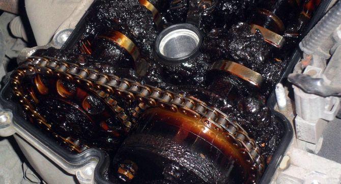 Чем опасно черное масло в моторе