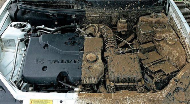 Что будет, если пролить масло мимо двигателя и забрызгать моторный отсек?