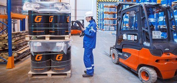 На Омском заводе смазочных материалов запускают цифровую систему контроля за складской техникой