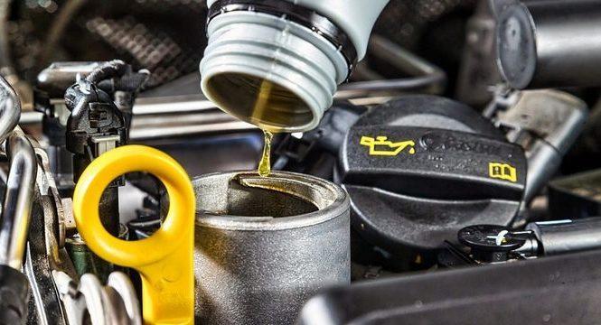 Почему не стоит менять моторное масло зимой