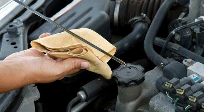 Как водители «убивают» двигатель, проверяя уровень масла