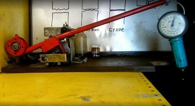 Когда моторное масло превращается в опасную жижу?