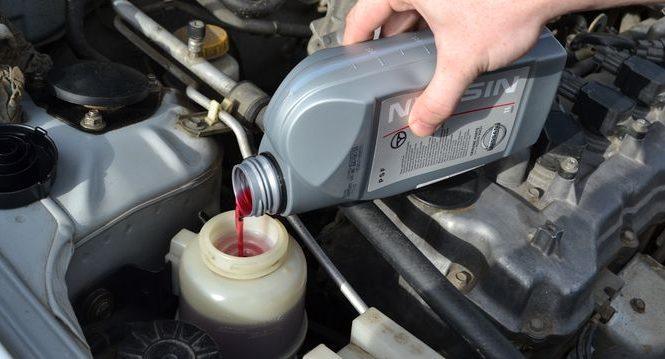 Тонкости замены смазочного материала КПП и ГУР в автомобиле