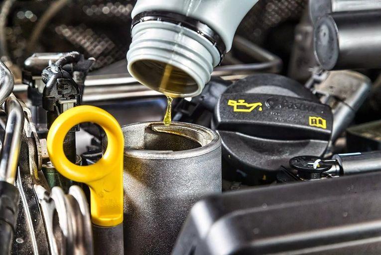Почему производители автомобилей рекомендуют менять масло каждые 15 000 км