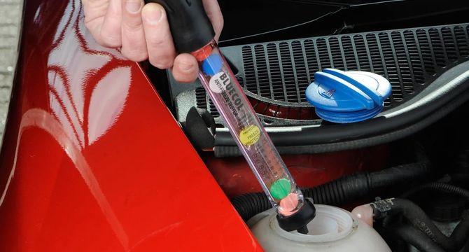 Автоэксперт рассказал, когда менять технические жидкости в автомобиле