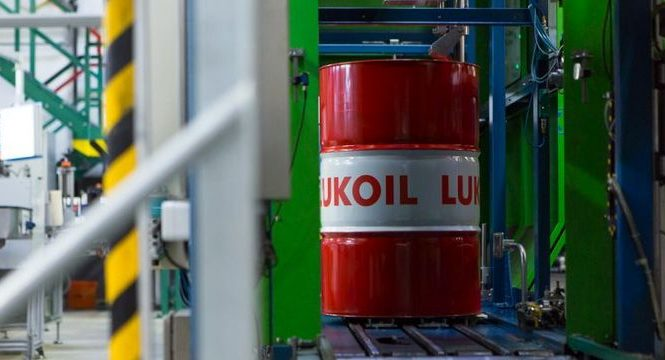 «Лукойл» будет поставлять «Автотору» больше масел